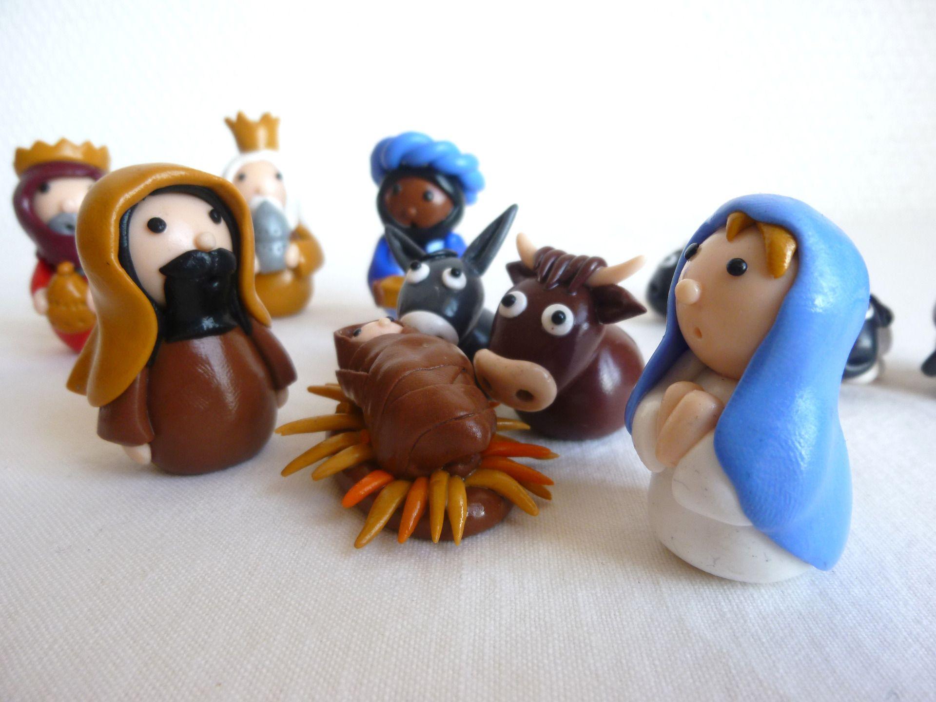 Crèche de Noël en pâte fimo vernie | Creche de noel, Noel, Modèles