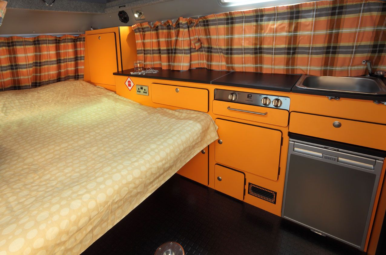Interior kombi modo cama van campers pinterest for Vw kombi interior designs