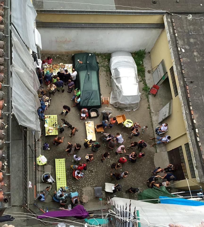 """""""La solidarietà è un'arma"""", Torino Corso Giulio Cesare 45. 2° riscatto urbano di Ademaro Cascini. Saranno conteggiati i """"mi piace"""" al seguente post: https://www.facebook.com/photo.php?fbid=10154291789914897&set=o.170517139668080&type=3&theater"""