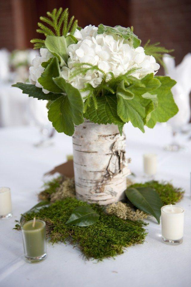 Tischdeko hochzeit rustikal moos bett birkenrinde for Rustikale tischdeko