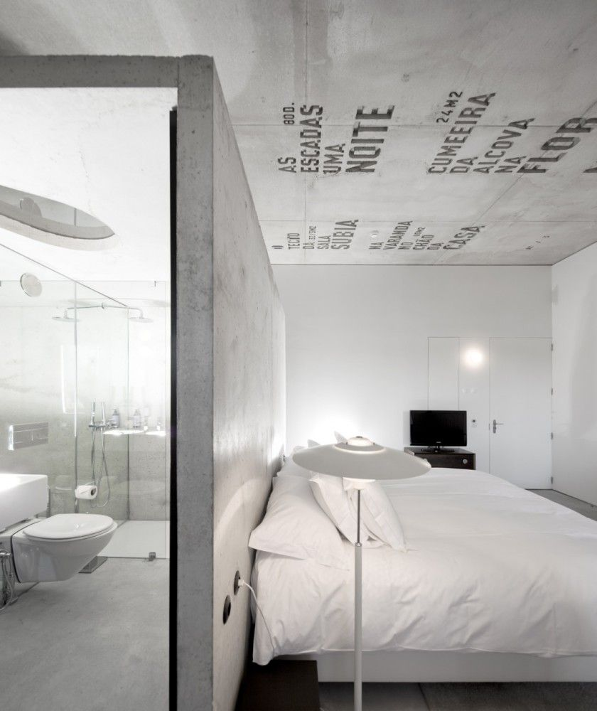:: BEDROOMS :: INTERIORS :: adore the work of Casa do Conto / Pedra Líquida, lovely feature on @http://www.archdaily.com - breathtaking #interiors #concrete #architecture