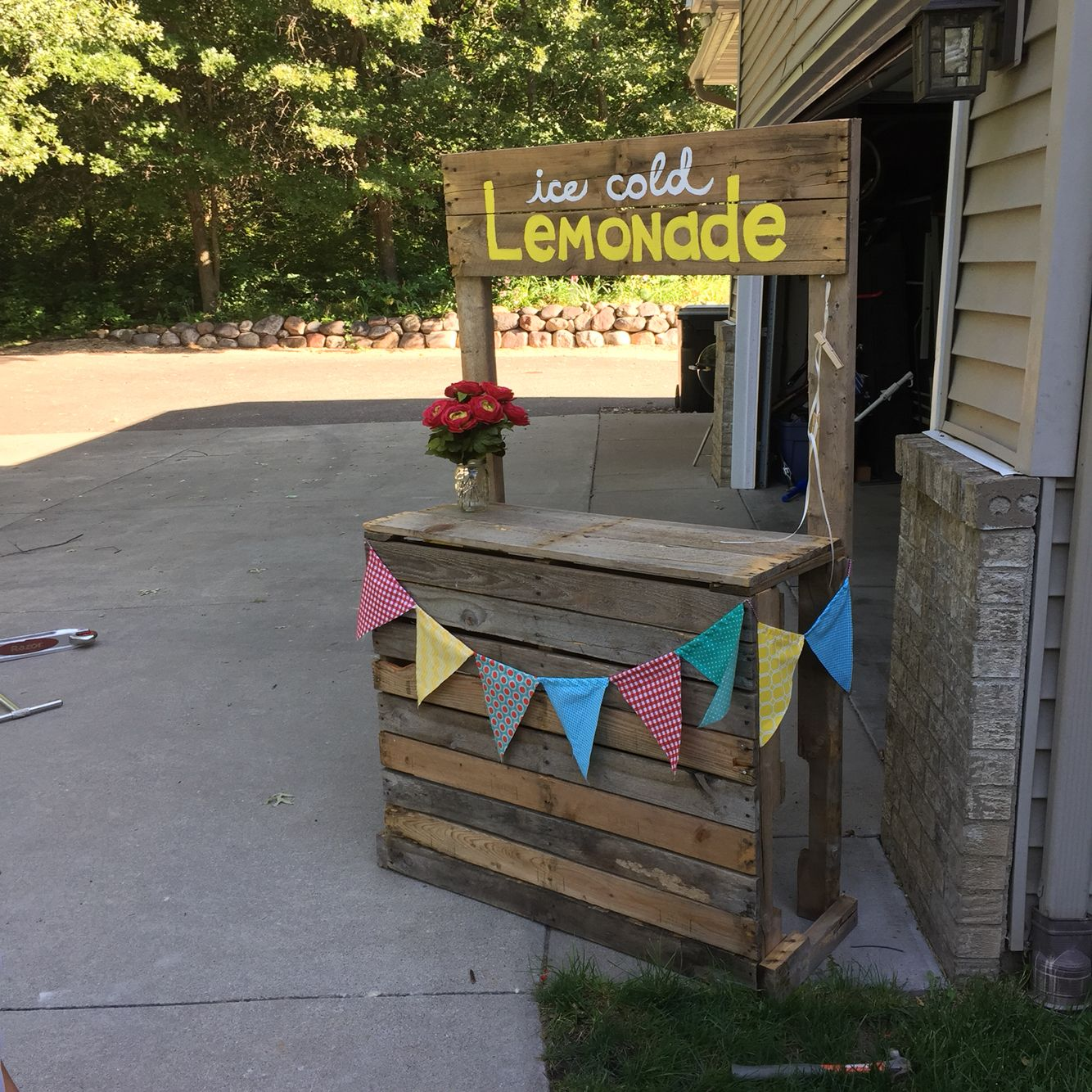 Pallet lemonade stand that i built with my boys for Pallet lemonade stand plans
