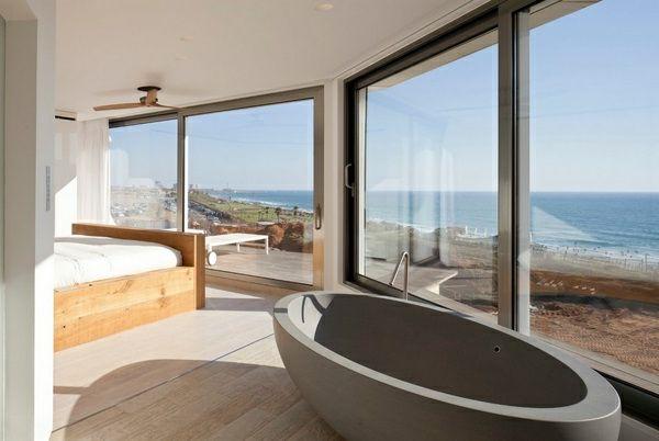 Romantisches Design Mit Einer Badewanne Im Schlafzimmer Bathroom