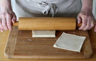 """750g vous propose la recette """"Roulés de pain perdu au nutella"""" en pas à pas. Avec une photo pour chaque étape, la réalisation de cette recette est un jeu d'enfant."""
