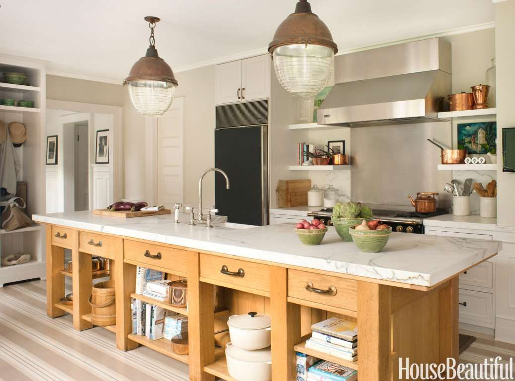 A footlong oak island allows for multiple cooks in the kitchen