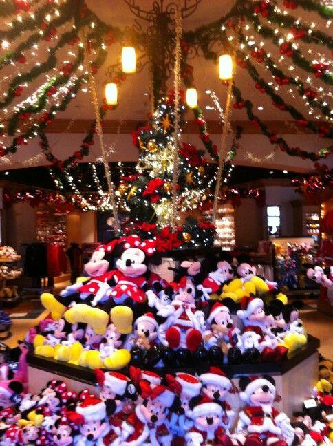 Christmas In Disneyland Paris.Disneyland Paris Christmas Shop Disney Disneyland Paris