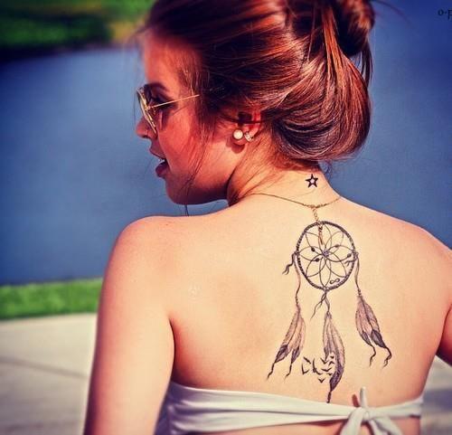 Tatuajes para mujeres en la espalda, atrapasueños grandes