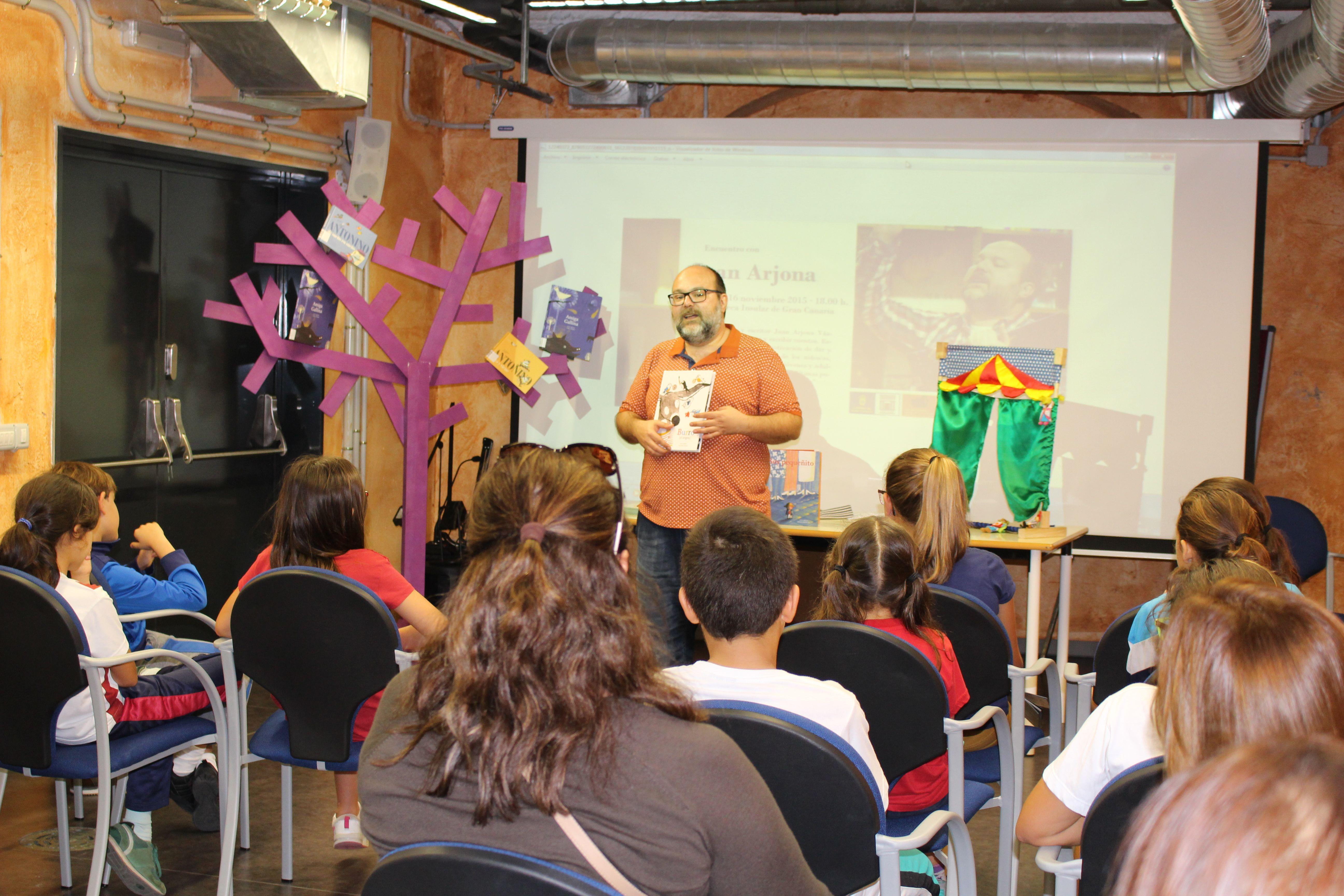 16 de noviembre 2015. Encuentro literario con Juan Arjona.