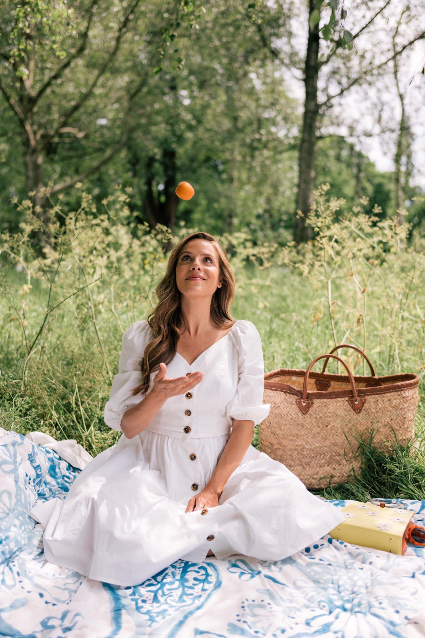 A Summer Picnic In Hyde Park Julia Berolzheimer Picnic Outfits Picnic Dress Picnic Outfit Summer [ 2040 x 1360 Pixel ]