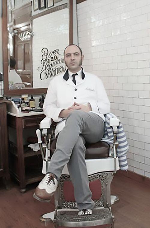 Roberto Martín, encargado de la Barbería Malayerba ©Adolfo Pardo. TENMAG Web March 2016