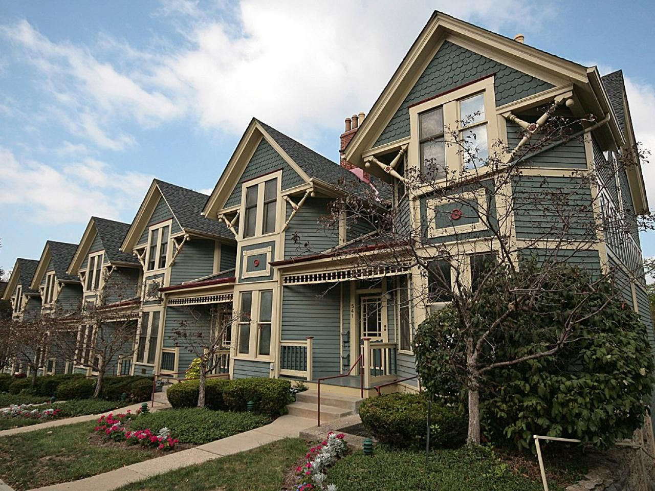 26 Popular Architectural Home Styles   House styles, Row house ...