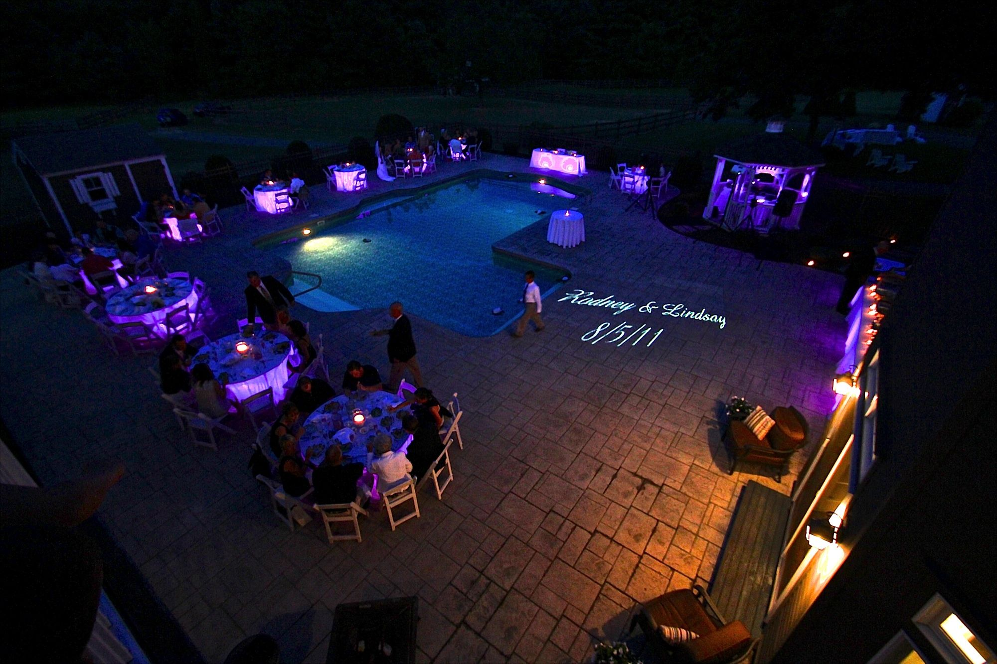 Outdoor wedding lighting - Awesome Idea To Use Table Uplighting For This Outdoor Wedding