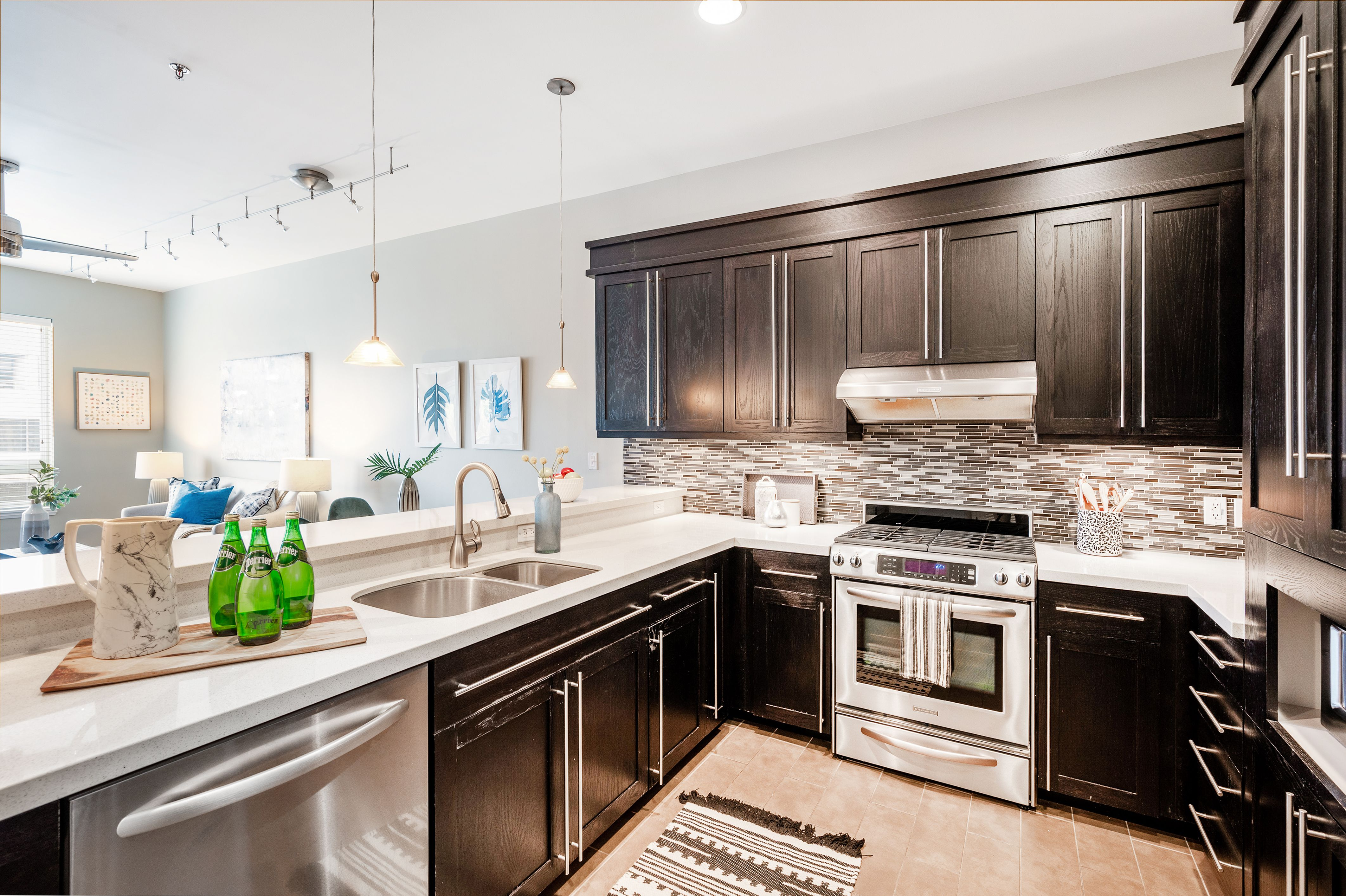 A lovely condo in the heart of downtown Salt Lake City. #WindermereUtah #SLC #SLCcondo #Kitchen #KitchenDesign #KitchenDecor #HomeDecor #HomeDesign #Modern #RealEstate #HomesForSale #UtahHomes #DreamKitchen #KitchenGoals #KitchenCabinets #KitchenBacksplash