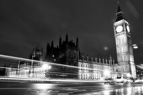 LONDRA 2012 : House of Parliament and Big Ben di notte...lo so anke io sono nostalgiko ora...xero ' dobbiamo aiutarci a vicenda koudere gli okki e immaginare anke se entrambi vorremmo partire rincorrerci e stringerci forte kn un lungo abbraccio