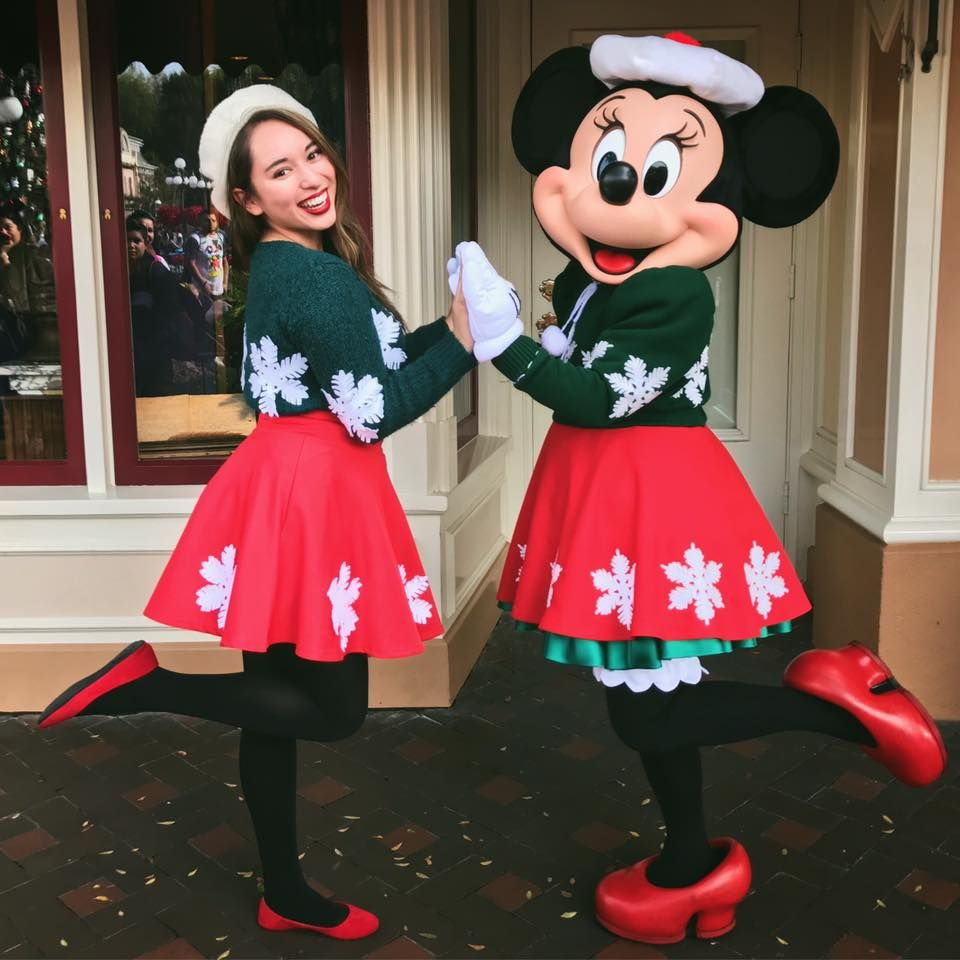 Christmas Minnie Mouse Disneyland.Holiday Minnie Mouse Happiest Place On Earth In 2019