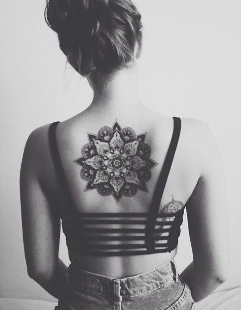 Idee tatouage une rosace dans le dos tattoo pinterest tatoo