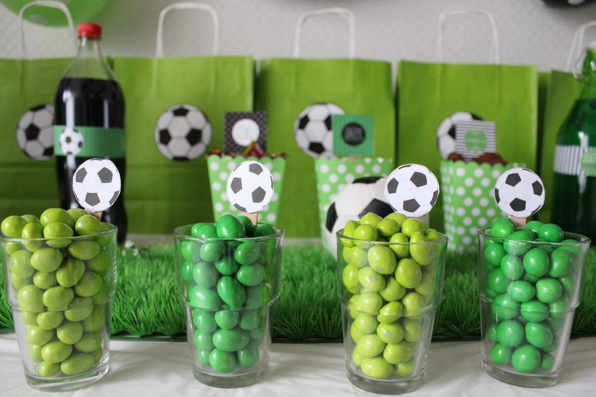 buffet anniversaire football anniversaire pinterest buffet anniversaire football et. Black Bedroom Furniture Sets. Home Design Ideas