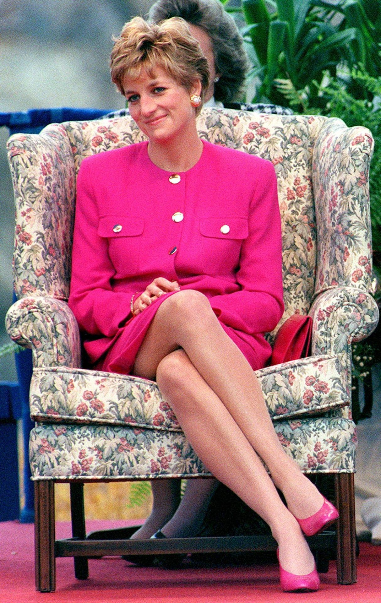 And the sexiest royal legs award goes to… | Princess Diana | Pinterest