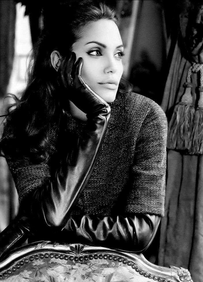 f12b48bebe4 Angelina-Jolie-Leather-Gloves