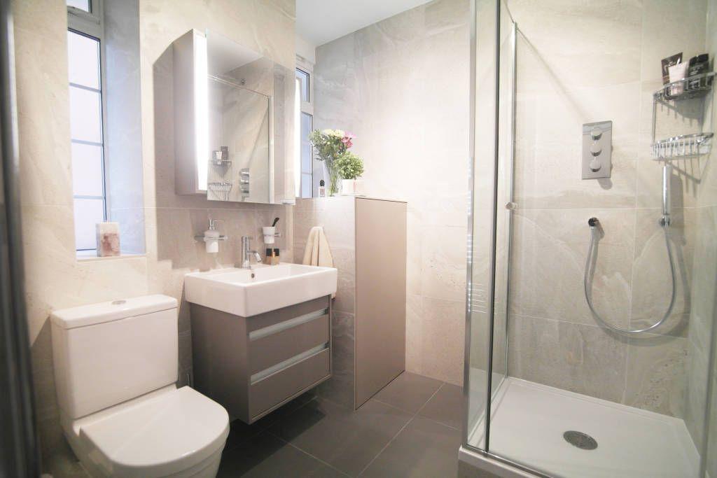 21 Salles De Bains Chics Pour Inspirer Ceux Qui Ont Un Petit Budget Banheiro Pequeno Projetos Para Banheiros Pequenos Banheiro Estilo Moderno