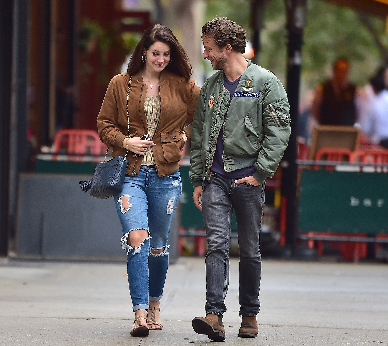 Lana Del Rey Street Style Inspiration Lana Del Rey With Boyfriend Francesco Carrozini Lana Del