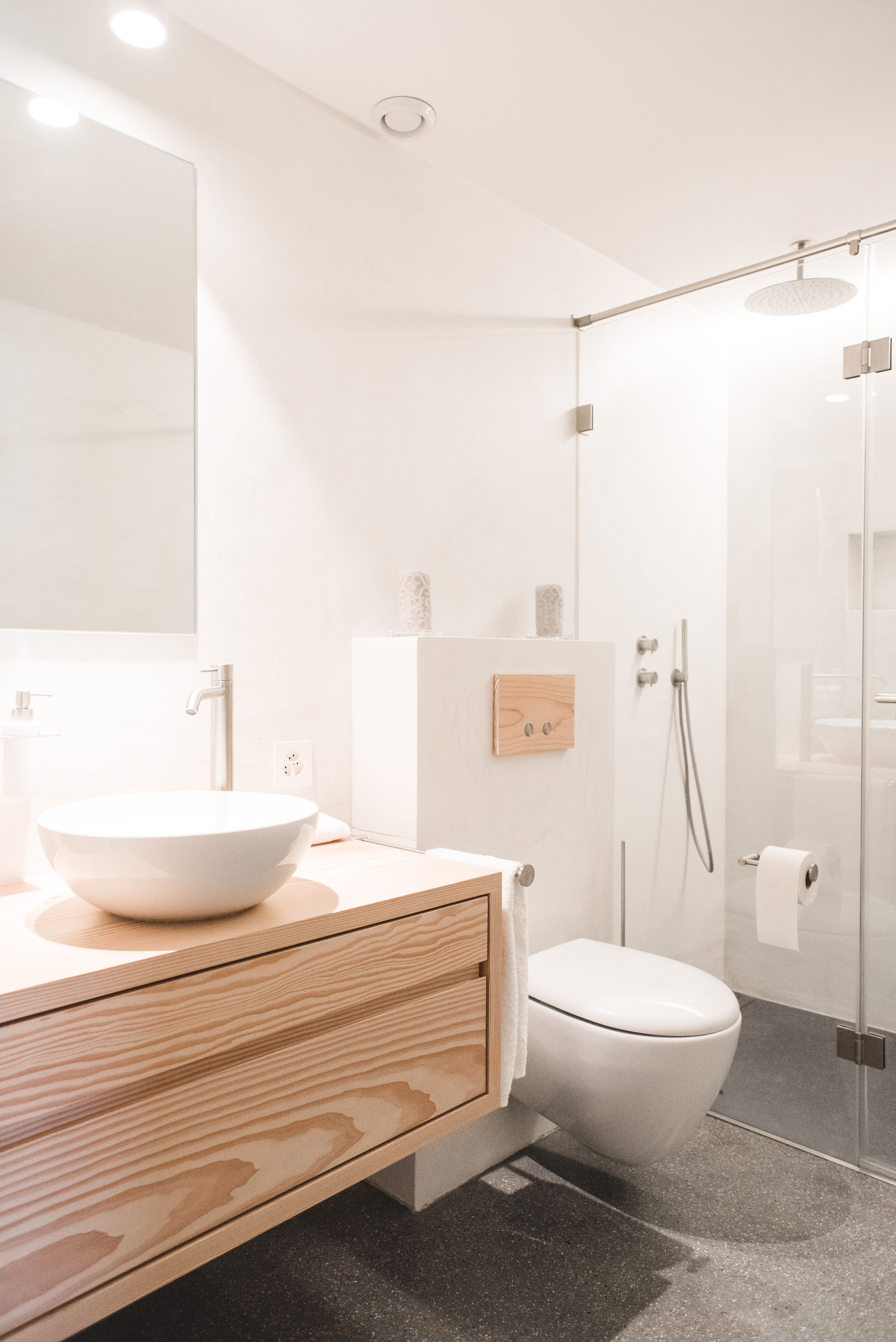 Salle de douche - murs, béton ciré blanc - revêtement de sol, chapes ...