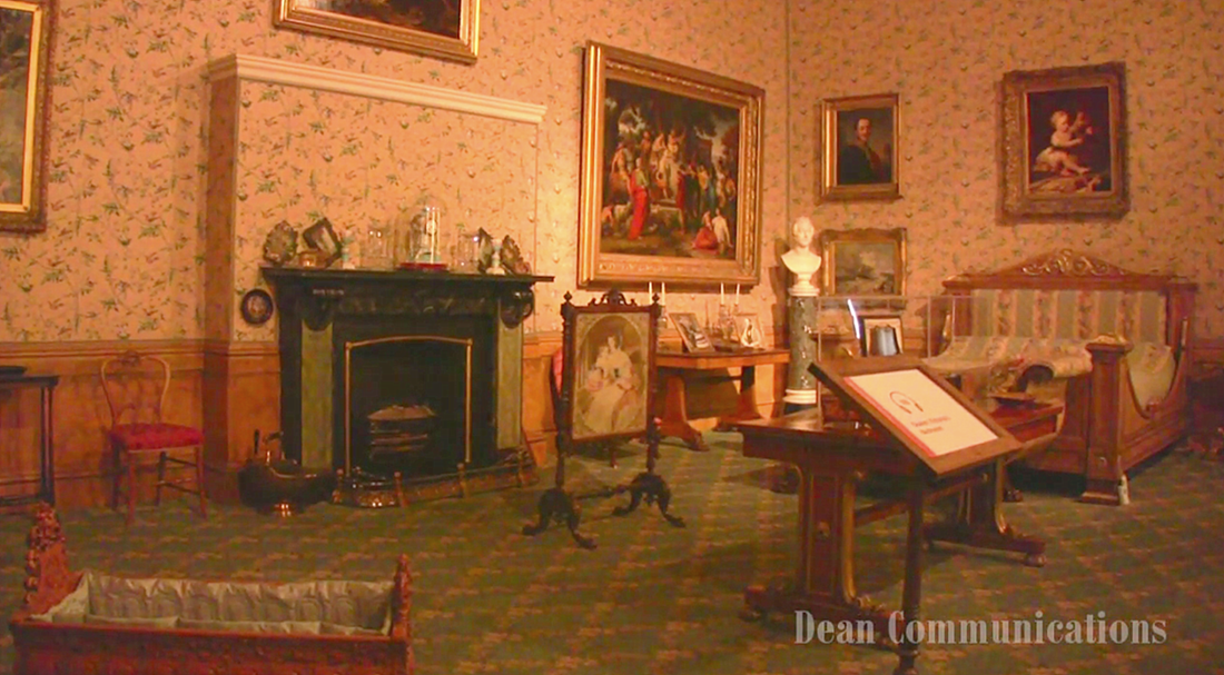 queen victoria's bedroom at kensington palace image via