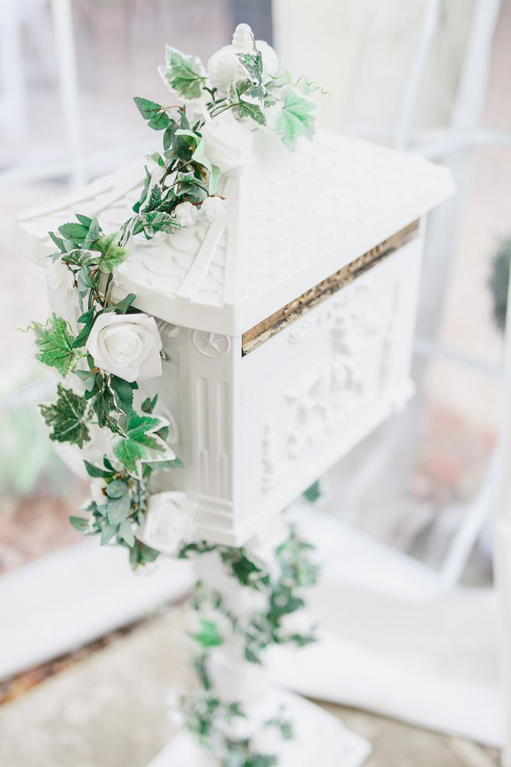 White Wedding card box | fabmood.com #weddingcardbox #cardbox