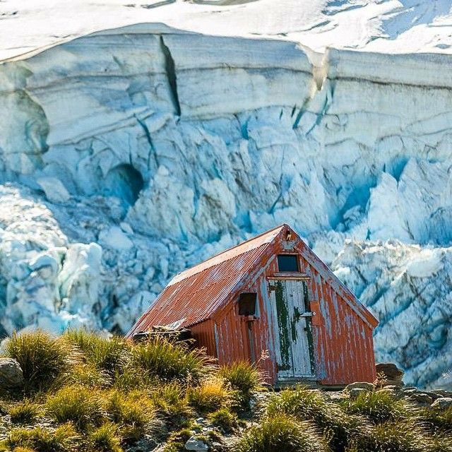 Coolest #mountain #hut in the world? Quite possibly. #seftonbivvy #sefton #aoraki #mtcook #newzealand #southisland