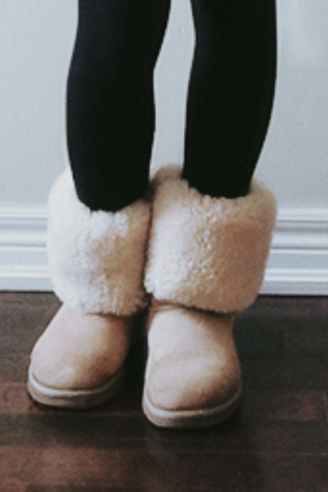 5a396e68e21 Rolled down Uggs with leggings   My Style in 2019   Ugg fur boots ...