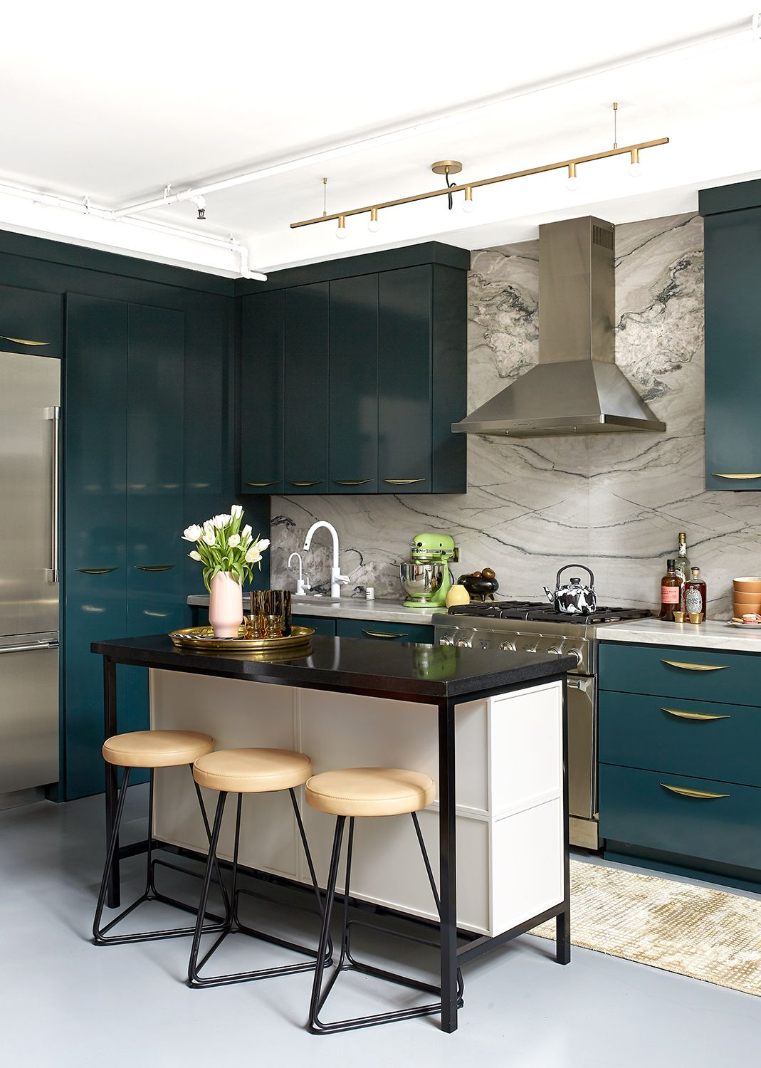 Silver Lake Loft Black Lacquer Design In 2020 Contemporary Kitchen Glossy Kitchen Black Stainless Steel Kitchen