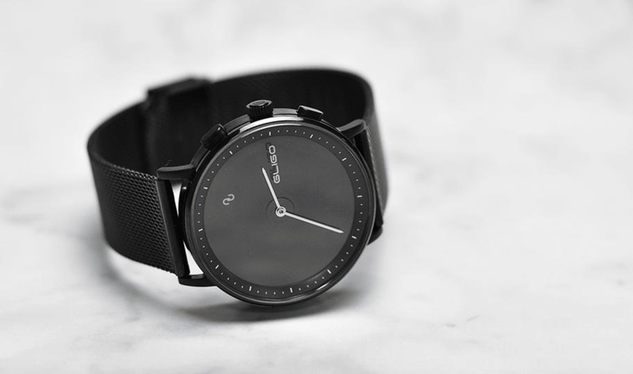 いろんなスタイルに似合いそう Apple Watchが発売されてからというもの スマートウォッチをつけている人をよく見るようになってきました 通知 スマートウォッチ 電子ペーパー スマート