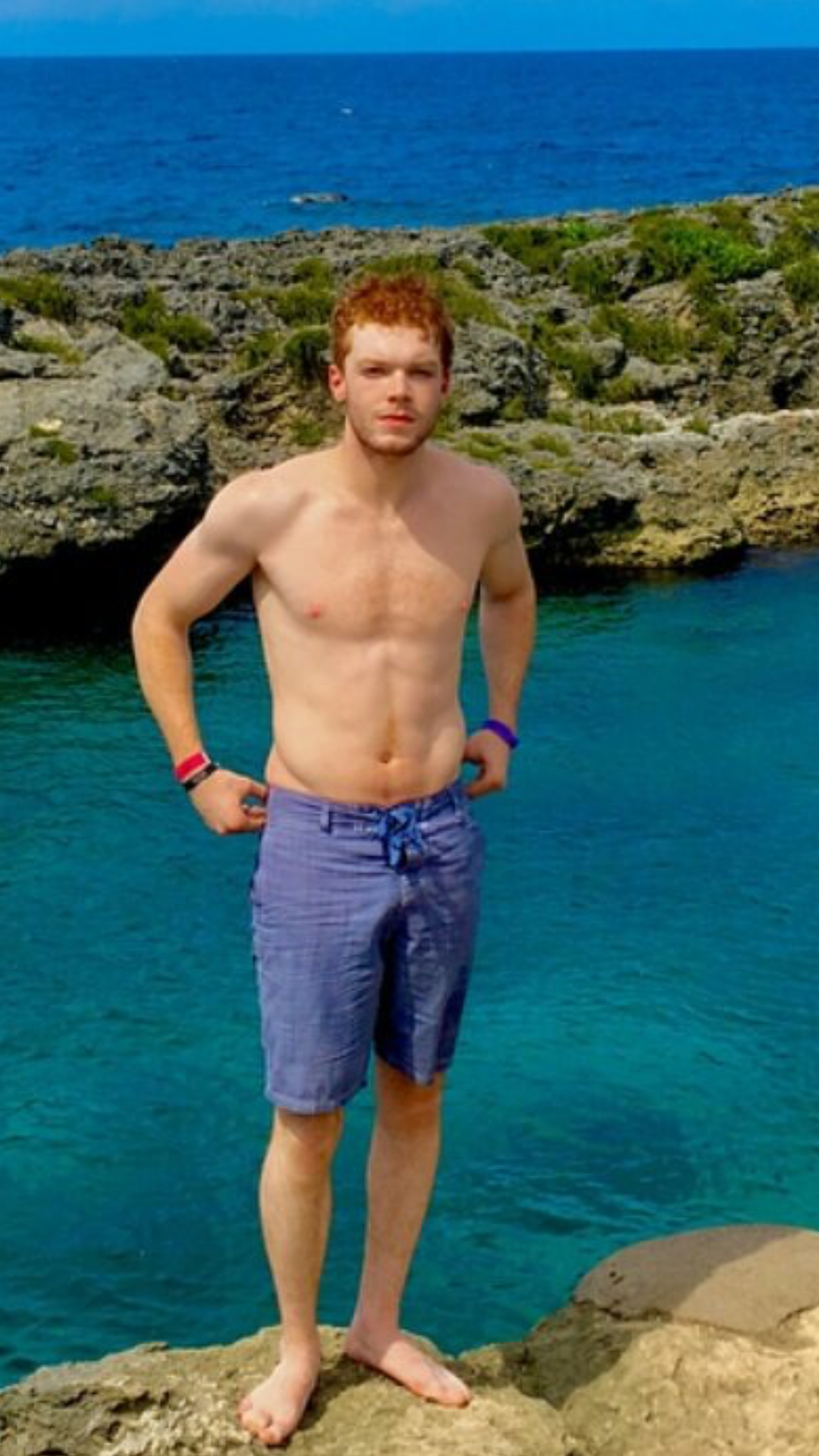 Cameron Monaghan ginger shirtless hot as hell | Cameron ...