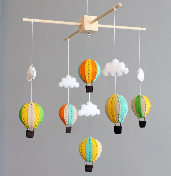 baby mobile green orange and yellow wooden hot air balloon crib cot mobile nursery ideas. Black Bedroom Furniture Sets. Home Design Ideas