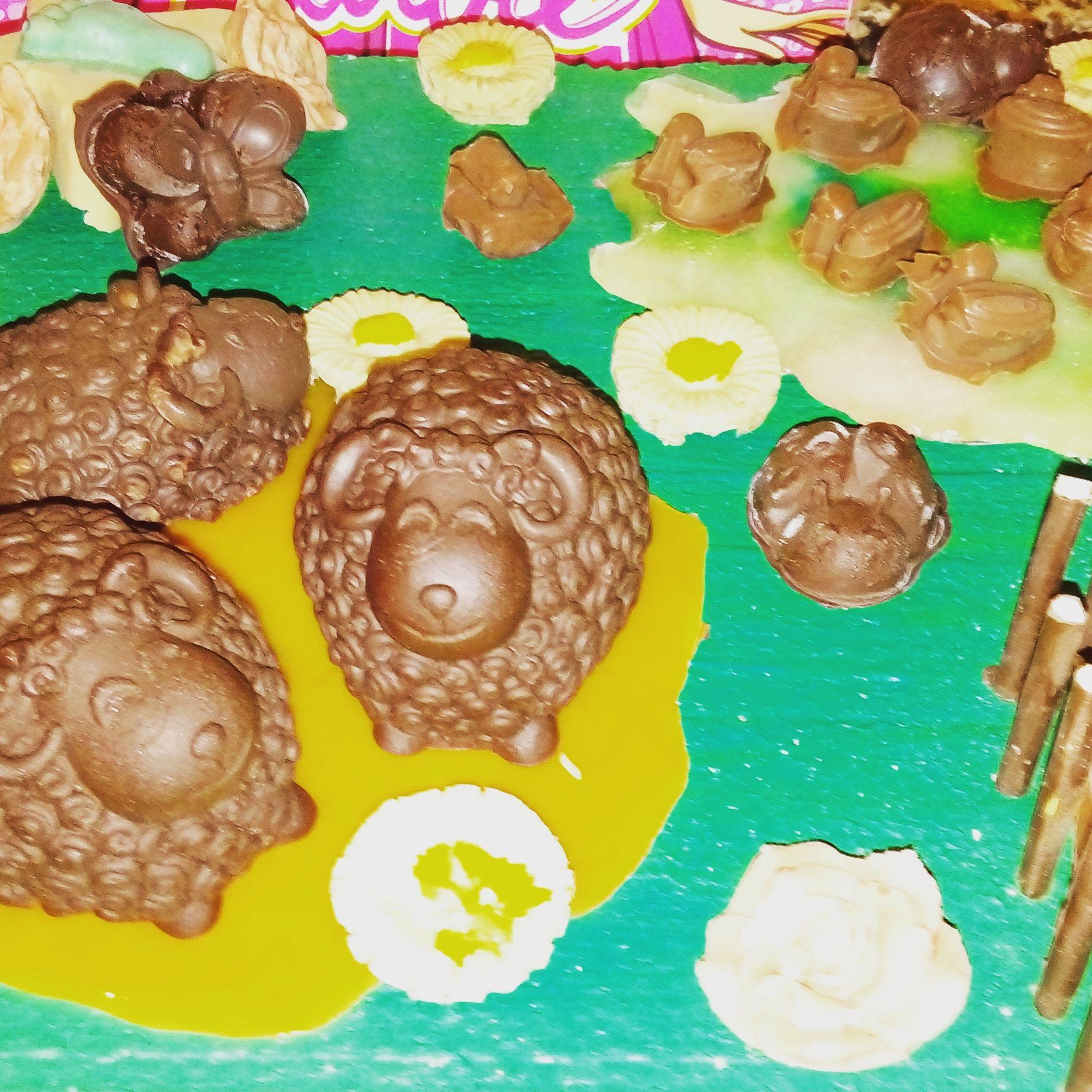 una original tarta de chocolate con formas de animales de granja. Unos bombones deliciosos