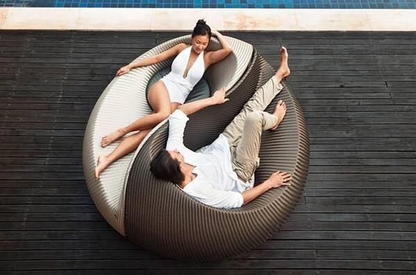 DISEÑO  Libre de todas las convenciones del mobiliario, YIN YANG, diseño del suizo Nicolas Thomkins para Dedon, tiene su origen en la armonía de las formas los contrarios dinámicos de la milena is part of Outdoor furniture design -