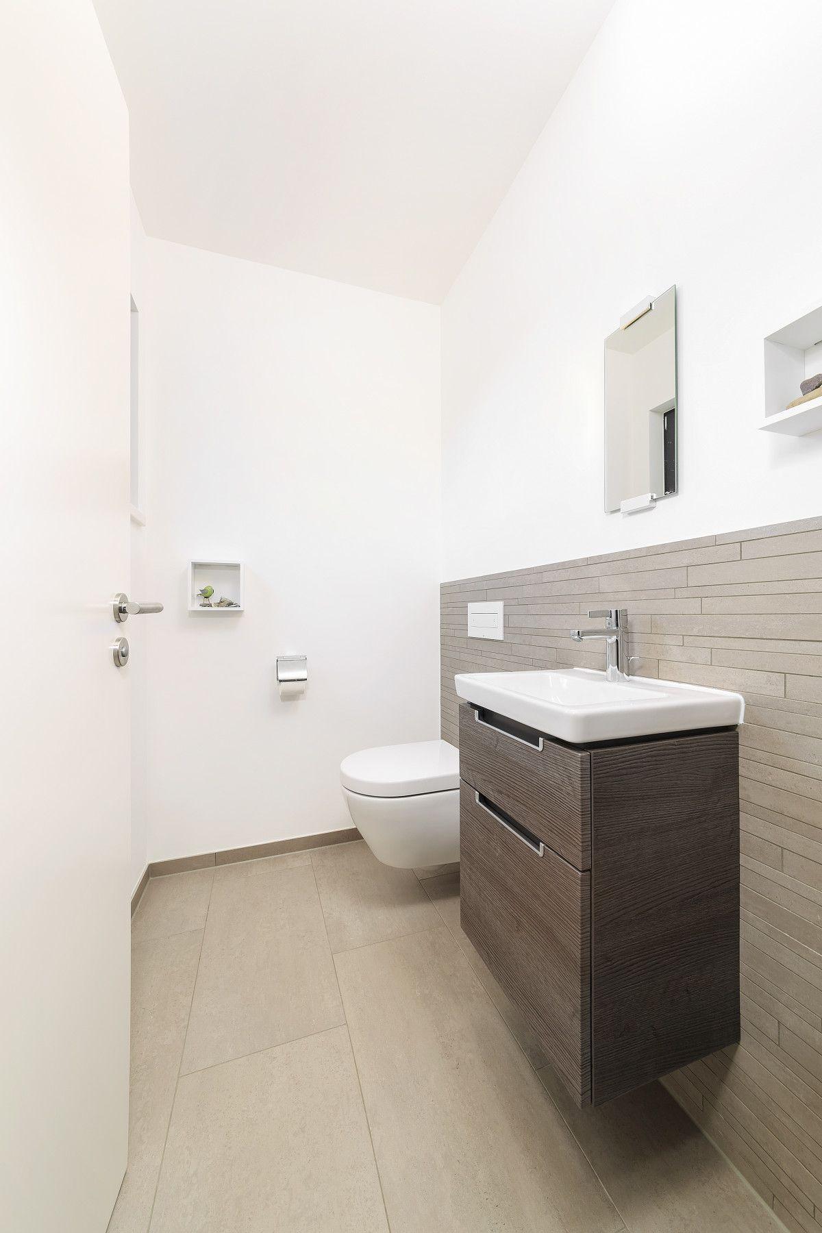 innenraum badezimmer fliesen grau  haus schneider