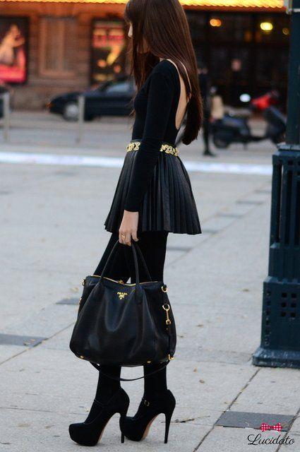 Las mini faldas plisadas son hermosas. A mi me encanta como se ve esta combinación.
