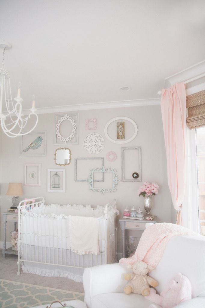 chambre b b dans des tons pastel rose et vert d 39 eau nursery pinterest chambres b b. Black Bedroom Furniture Sets. Home Design Ideas