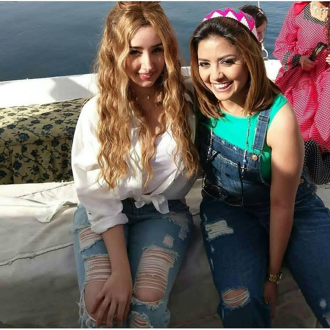 سهر الصايغ مع هنا الزاهد Arab Celebrities Egyptian Actress 90s Fashion