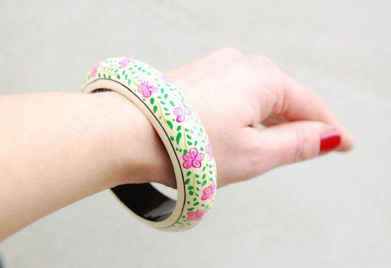 Hippy in legno d'epoca stile boho  braccialetto bianco di semivint