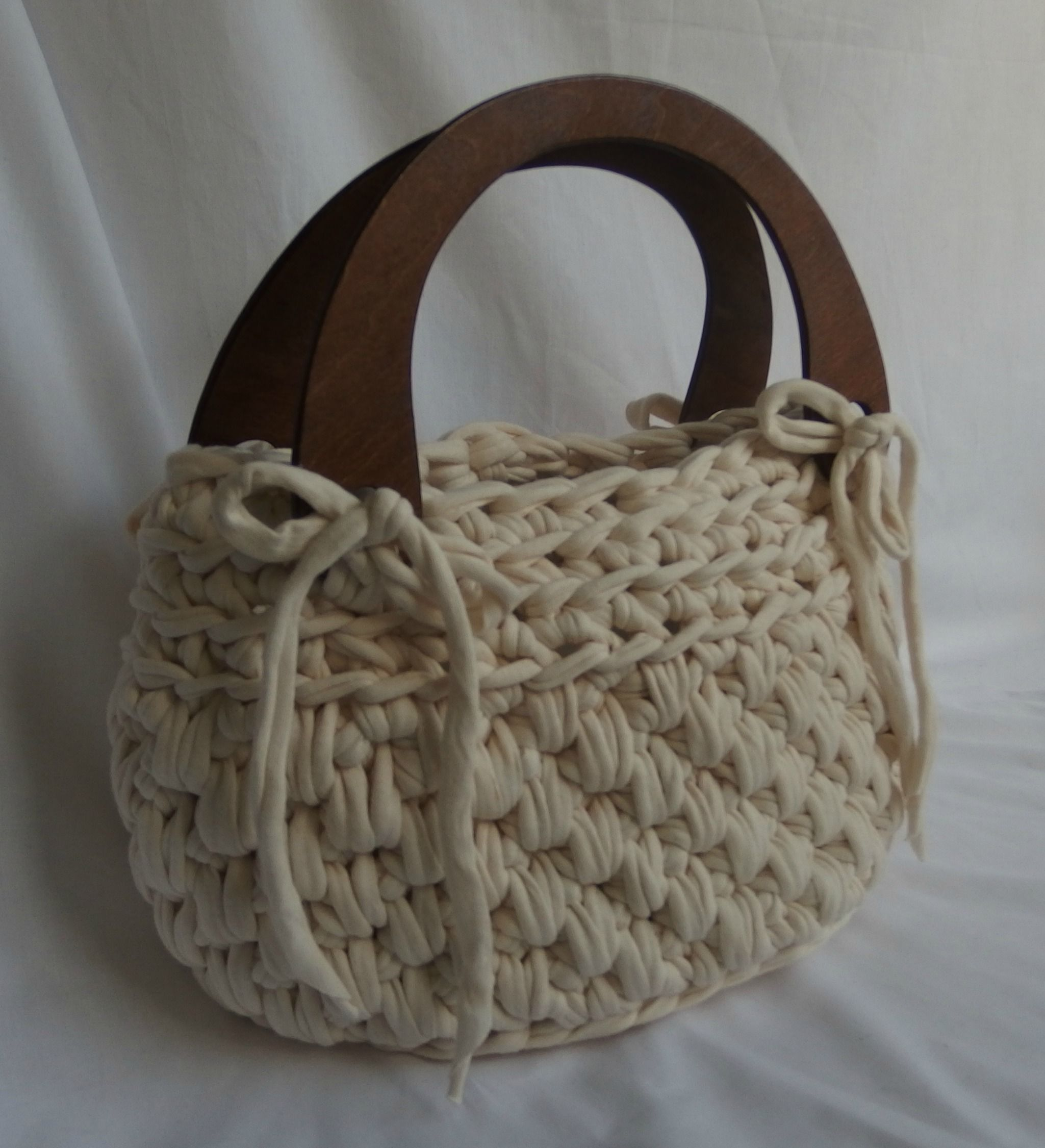 Crochet Handbag With Wooden Handles Bags Crochet And Knit