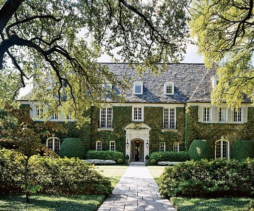 thefoodogatemyhomework:    Truly stunning ivy-covered, French style stone house in Dallas. Really perfection.