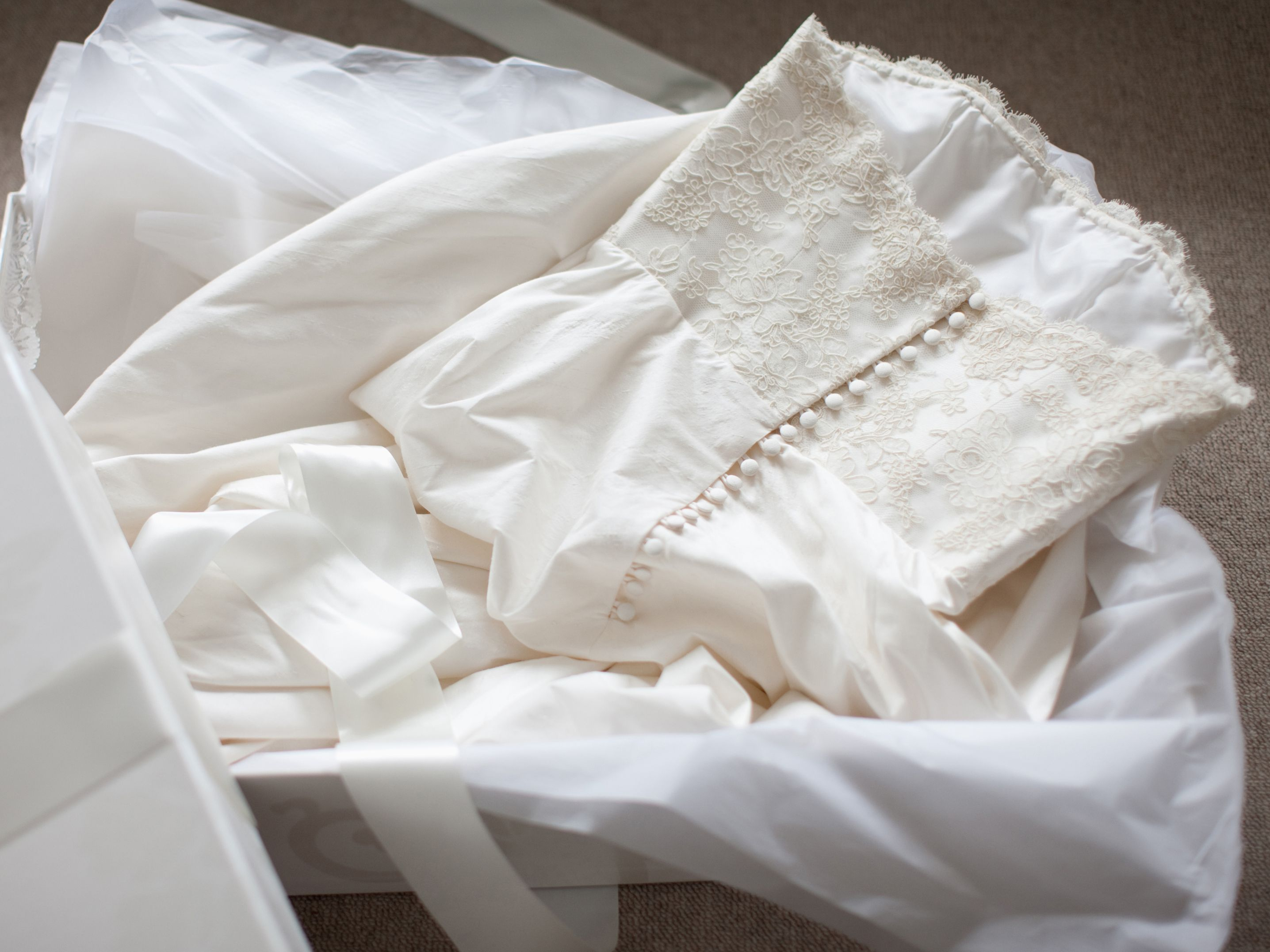 Used Wedding Dresses Where To Buy And Sell Online Wedding Dress Storage Frozen Wedding Dress Wedding Dress Preservation