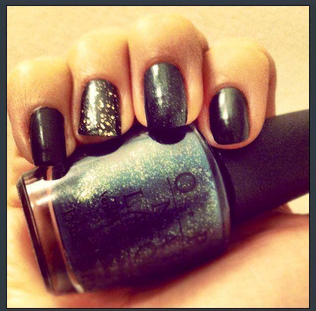 Nail polish <3. Dark green nail polish - almost black, hint of gold ...