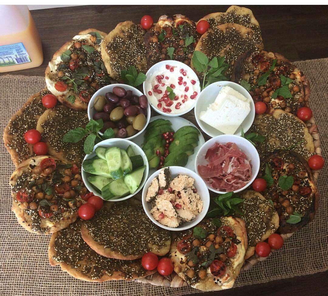 ترويقة عالطريقة اللبنانية مناقيش بزعتر واشياء بلدية Lebanese Recipes Lebanese Breakfast Mediterranean Recipes