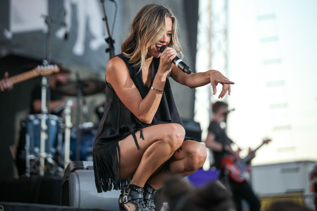 Petaluma Ca June 22 Singer And Actress Jana Kramer Performs In