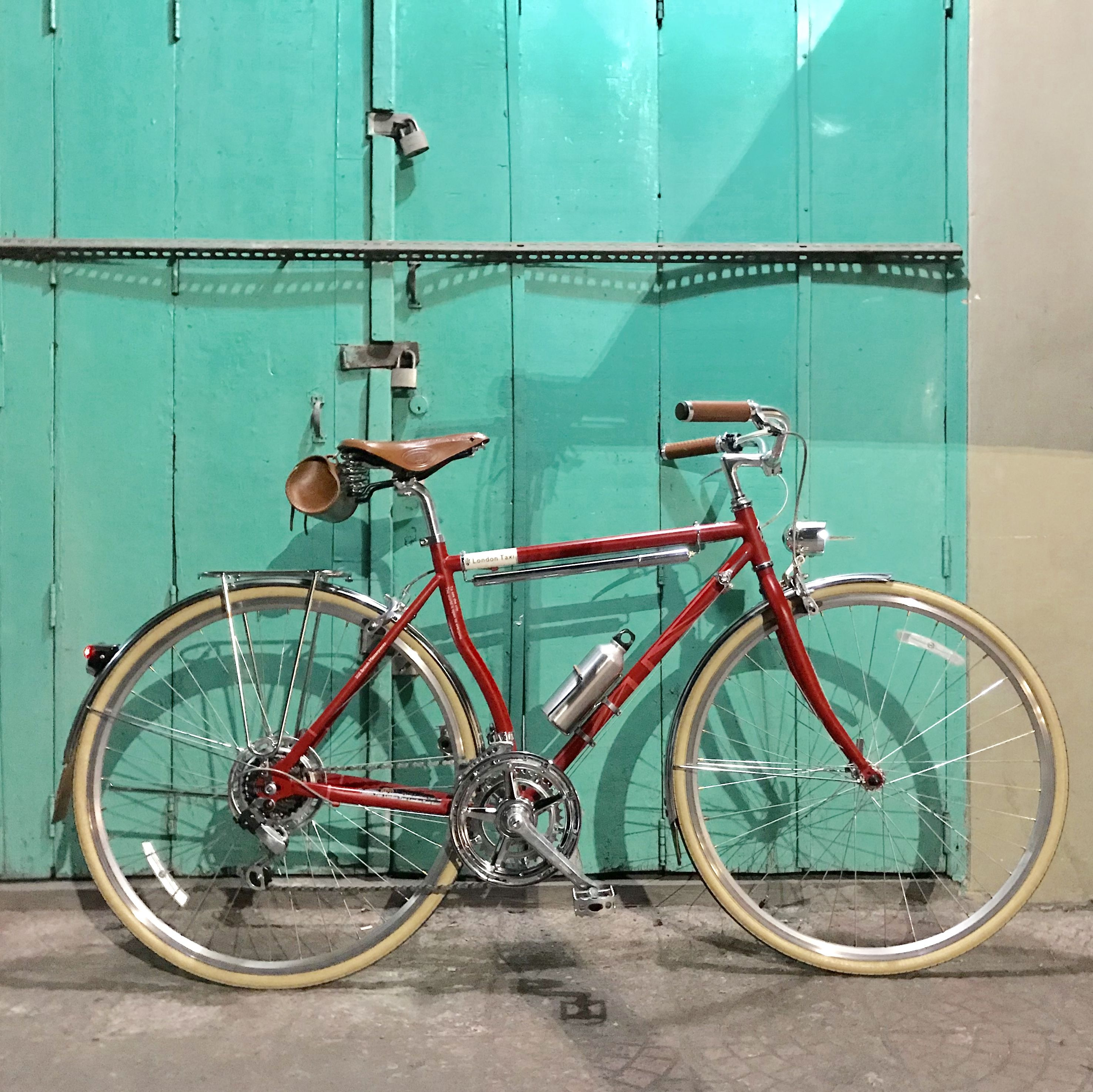 My London Taxi Bike upgraded crank and velo orange constructeur rear rack  added 9fe18fae6