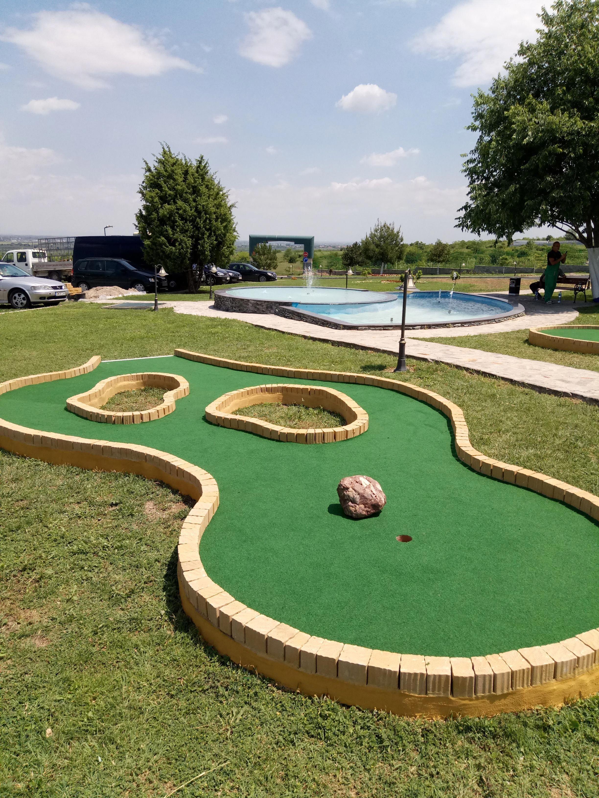 Mini Golf Set Hearthsong In 2021 Mini Golf Course Mini Golf Mini Golf Set