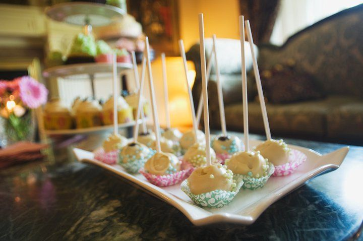 Vanilla and Chocolate Cake Pops {Perkins One Year Party} via Cuppy Cakes by Crystal Brewster & Pietri Photography